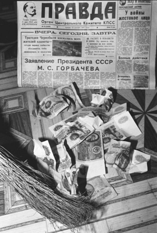 In 1991 the exchange of 50 and 100-ruble notes took place. Photo: Inflated currency notes
