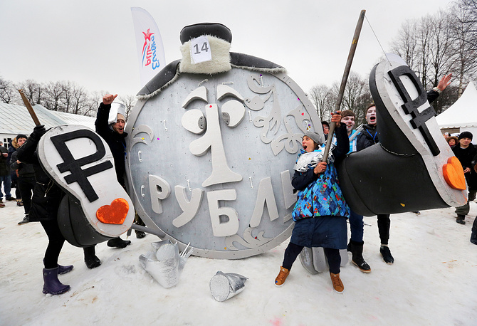 Participants of the Winter SaniDay 2015 in the park on Yelagin island in Saint Petersburg, 2015