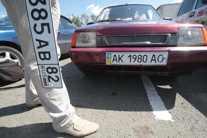 Construction of a new highway from Kerch in Simferopol and Sevastopol is planned this year. Photo: New car license plates with code 82, assigned to the Republic of Crimea