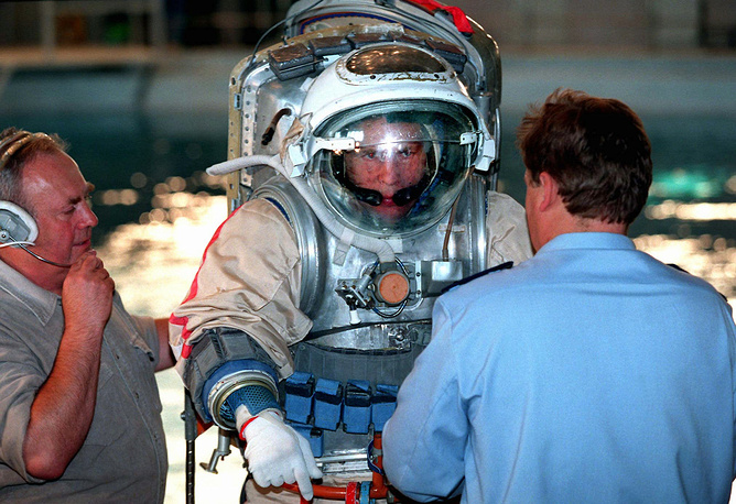 Russian and Soviet cosmonaut Anatoly Solovyev holds the world record on the number of spacewalks performed (16), and accumulated time spent spacewalking (over 82 hours). Photo: Anatoly Solovyev, wearing his space suit, before underwater training session in the pool in Star City, outside Moscow, 1997