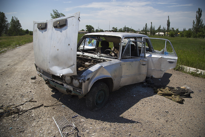 A damaged car in the town of Maryinka, eastern Ukraine