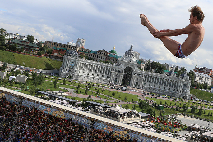 Gold medalist Gary Hunt of Britain at men's 27 meter high dive final at the Swimming World Championships in Kazan, August 5