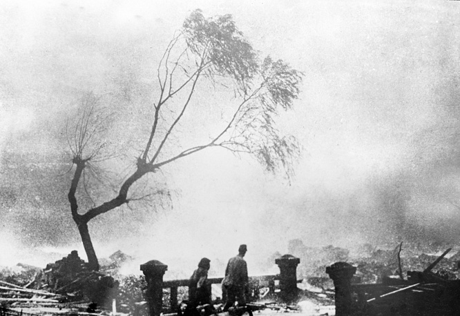 Survivors of the atomic bomb attack of Nagasaki walking through the destruction, Aug. 9, 1945