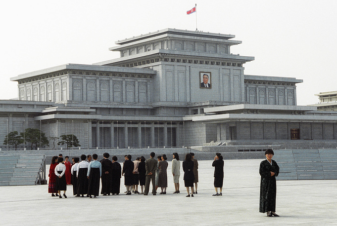 Pyongyang literally means Flat Land in Korean. Photo: Square in front of Kumsusan Palace of the Sun