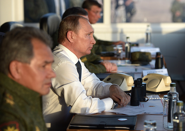 Russia's Defense Minister Sergei Shoigu and President Vladimir Putin watching the Center-2015 military exercises