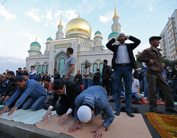 Muslims celebrate Eid al-Adha, also known as the Feast of the Sacrifice, on September 24. Photo: Muslims praying outside the Moscow Cathedral Mosque