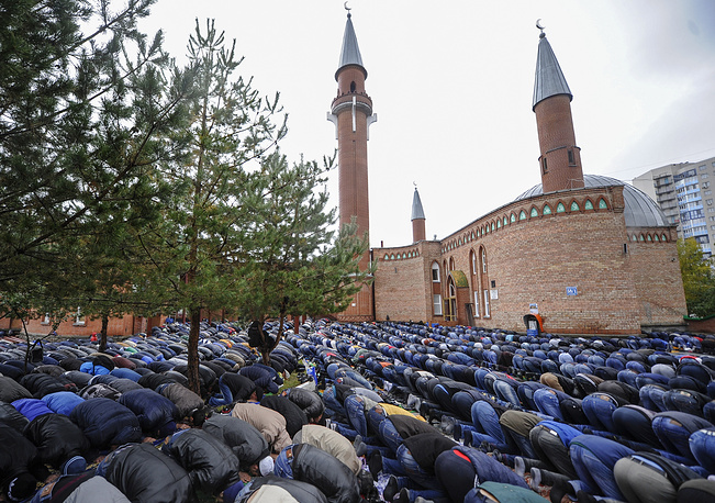 Islam is the second largest religion in Russia, which has more than 7,000 mosques. Photo: Muslims praying outside the Cathedral Mosque during a mass prayer on Eid al-Adha in Novosibirsk