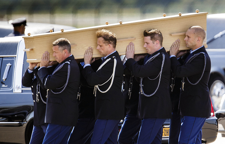The first remains of the MH17 crash victims were flown to Eindhoven, Netherlands on 23 July 2014. Photo: Pallbearers carrying a coffin towards a hearse during a ceremony to mark the return of the first bodies of passengers and crew killed in the MH17 crash