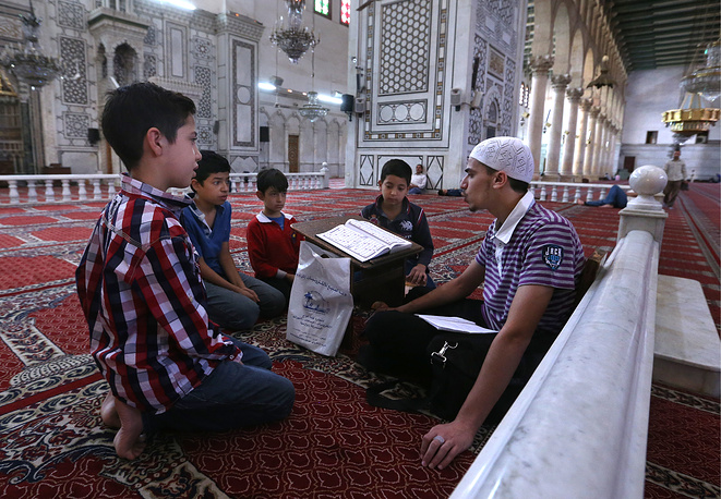 People studying religious texts at the Umayyad Mosque in Damascus
