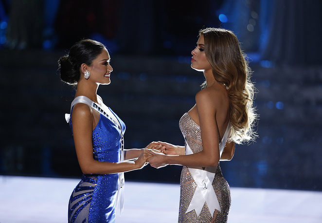 Miss Colombia Ariadna Gutierrez and Miss Philippines Pia Alonzo Wurtzbach waiting for the announcer to name the new Miss Universe 2015 in Las Vegas