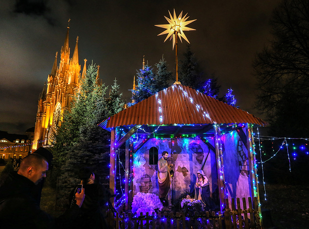 A nativity scene outside the Cathedral of the Immaculate Conception of the Holy Virgin Mary in Moscow