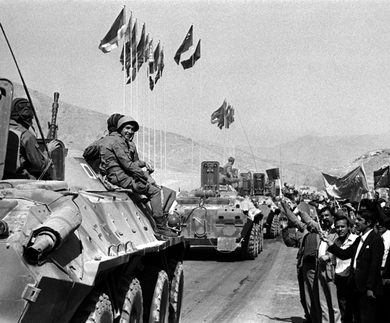 The last units of Soviet troops stationed in Kandahar, leaving the southern province as they return home from Afghanistan, 1988