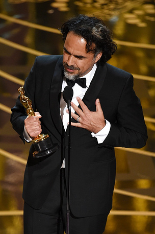 Director Alejandro Gonzalez Inarritu with the Best Director award for 'The Revenant '