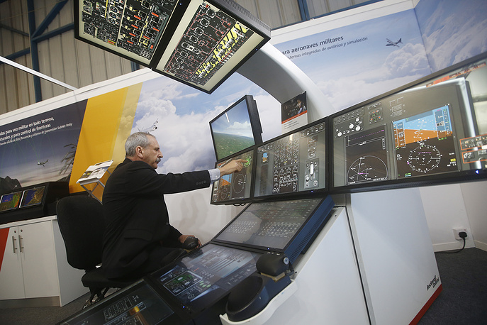 A man using a flight simulator at the FIDAE-2016