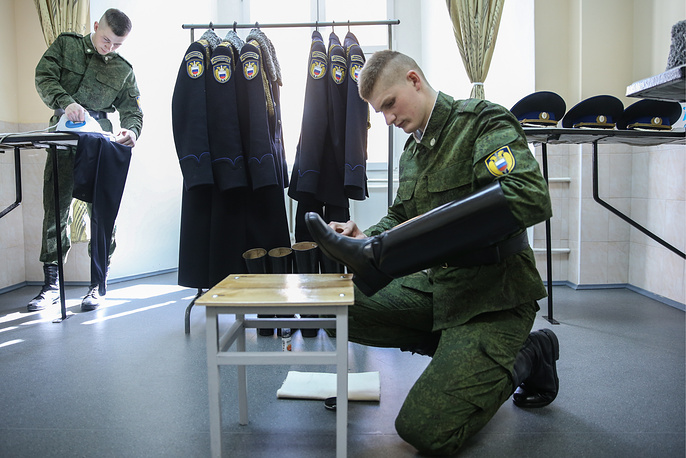 Servicemen of the guard of honor of the Presidential Regiment