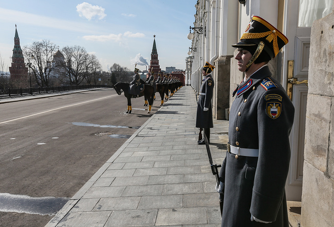 Honor guards standing at the Grand Kremlin Palace in the Kremlin in Moscow