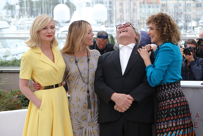 Jury members Kirsten Dunst, Vanessa Paradis, President of the Jury George Miller and jury member Valeria Golino seen during a photo call fot jury