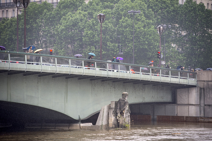 Pont de l'Alma bridge following heavy rainfalls in Paris