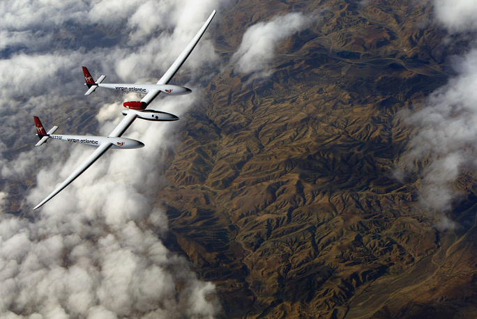 In 2005, Steve Fossett, flying a Virgin Atlantic GlobalFlyer, set the current record for fastest aerial circumnavigation (first non-stop, non-refueled solo circumnavigation in an airplane) in 67 hours, covering 37,000 kilometers