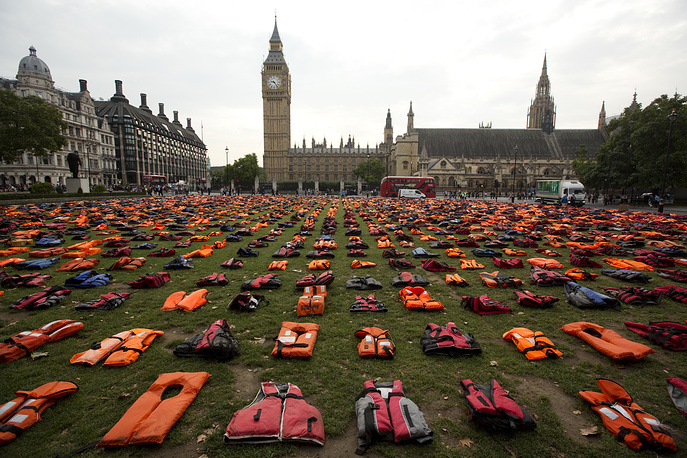 """Some 2500 lifejackets worn by refugees who made the sea crossing from Turkey to the Greek island of Chios are displayed in """"Lifejacket Graveyard"""" in Parliament Square, London, September 19"""