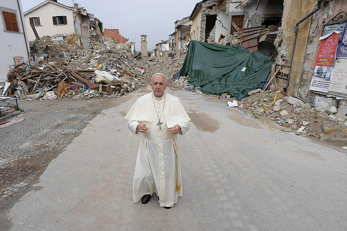 Pope Francis praying infront the ruins in Amatrice, Italy, October 4