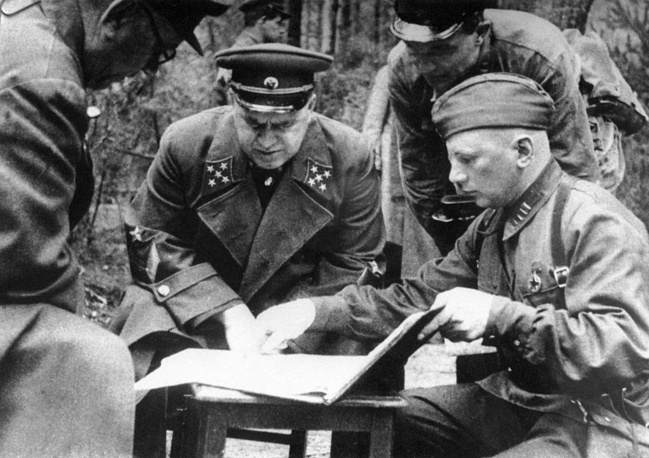 In 1939 an unknown general Georgy Zhukov defeated Japan at the Battle of Khalkhin-Gol. For his victory, Zhukov was declared a Hero of the Soviet Union. Photo: Army General Georgy Zhukov commands a counterattack near Yelnya, Russia, 1941