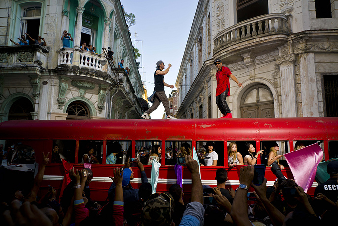 Singer Enrique Iglesias and Cuban singer Descemer Bueno dance on top of a bus during the filming of their video in Old Havana, Cuba, January 11