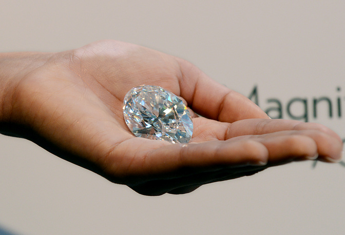 The ninth and tenth places are shared by two diamonds sold for $30 mln each. An oval 118.28-carat diamond mined in 2011 in South Africa was sold in Hong Kong on December 7, 2013