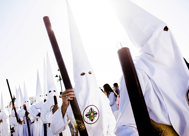 Penintents of San Gonzalo attend a procession held on the occasion of Holy Monday during the Holy Week in Sevilla, Spain, April 10