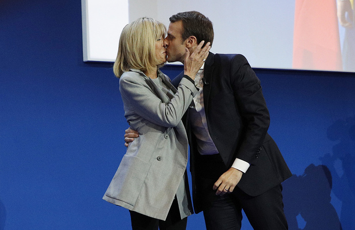 French presidential election candidate and founder of the 'En Marche!' (Onwards!) movement, Emmanuel Macron kisses his wife Brigitte Trogneux after the first round of the French presidential elections in Paris, France, April 23