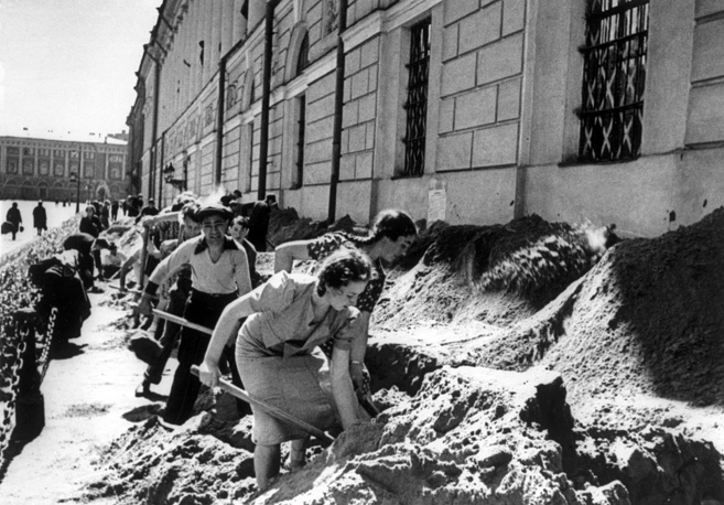 Leningrad residents protect the basement of the Saltykov-Shchedrin State Public Library with sand to save it from Nazi German air raids, 1941