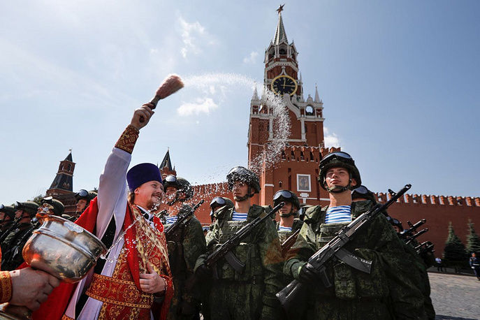Russian Orthodox priest blesses paratroopers during celebrations of Paratroopers Day in Red Square in Moscow, Russia, August 2