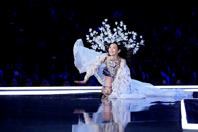Model Ming Xi falls as she presents a creation during the 2017 Victoria's Secret Fashion Show in Shanghai, China, November 20