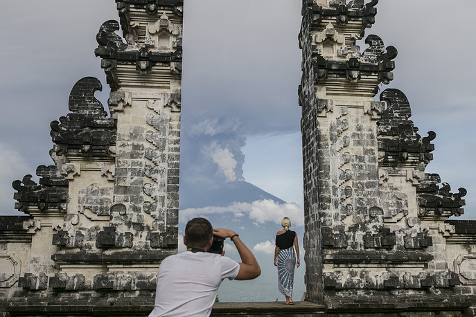 Tourist take pictures as the Mount Agung volcano spewing hot volcanic ash as seen from Datah, Karangasem, Bali, Indonesia, November 27