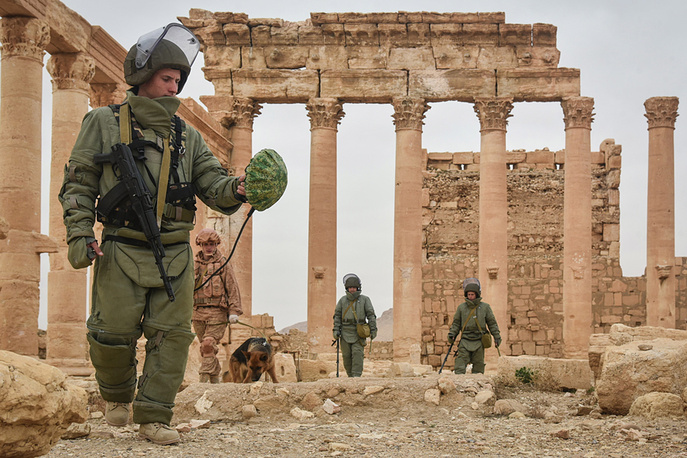 Russian sappers clearing Palmyra's historic and residential parts of mines, Syria, March 19