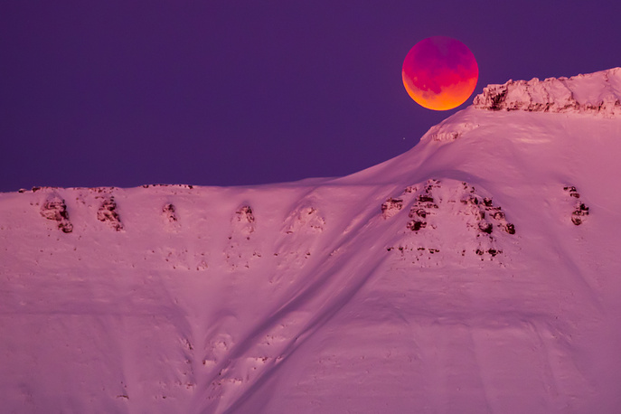 A super blue blood moon is seen from Longyearbyen, Svalbard, Norway