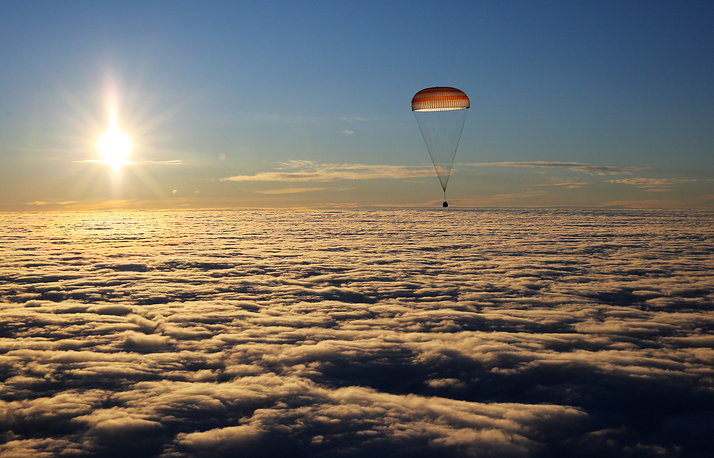 The Soyuz MS-06 spacecraft descent capsule carrying the ISS Expedition 53/54 prime crew members, NASA astronauts Joseph M. Acaba, Mark T. Vande Hei, and Roscosmos cosmonaut Alexander Misurkin descends to land in Kazakhstan, February 28