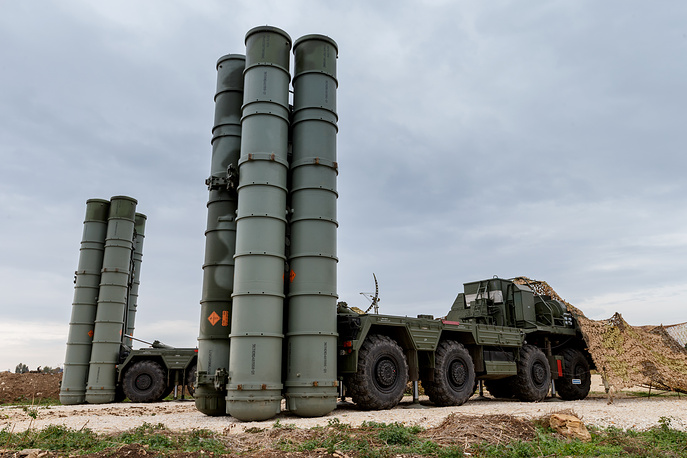 S-400 long-range air defense missile systems deployed at Hmeymim air base in Syria
