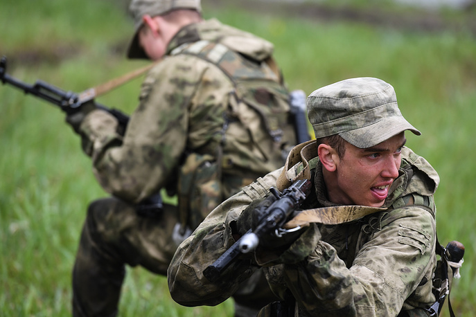 Russian servicemen take part in the Scout Trail obstacle course, part of the Army Scout Masters competition among reconnaissance units, at Koltsovo range in Novosibirsk region