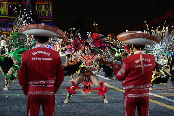 Members of the Banda Monumental de Mexico perform at the closing ceremony of the Spasskaya Tower festival
