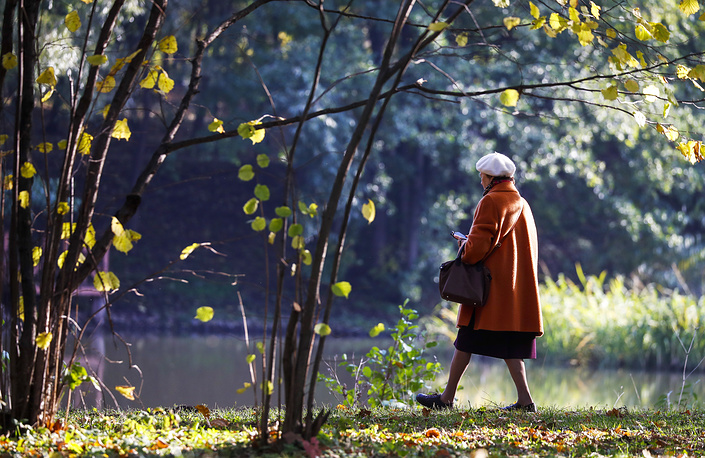 A woman walking in the Botanical Garden in Moscow
