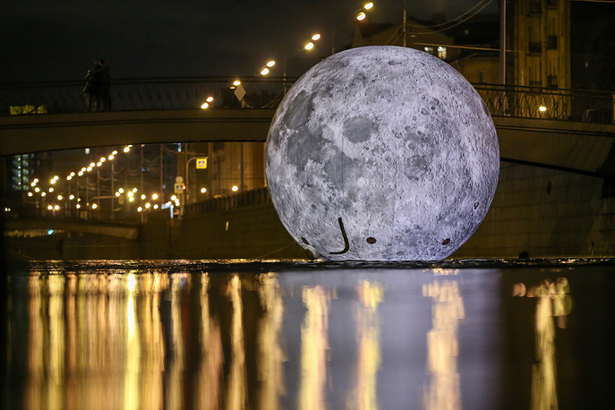 A view of the Shining Moon light installation of 7m in diameter erected on the Obvodny Canal in St Petersburg as part of the 2018 St Petersburg Light Festival, November 3