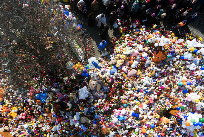 A religious memorial service takes place outside the Zimnyaya Vishnya shopping centre on the third day of mourning declared for the victims of the March 25 fire killing over 60, many of them children, in Kemerovo
