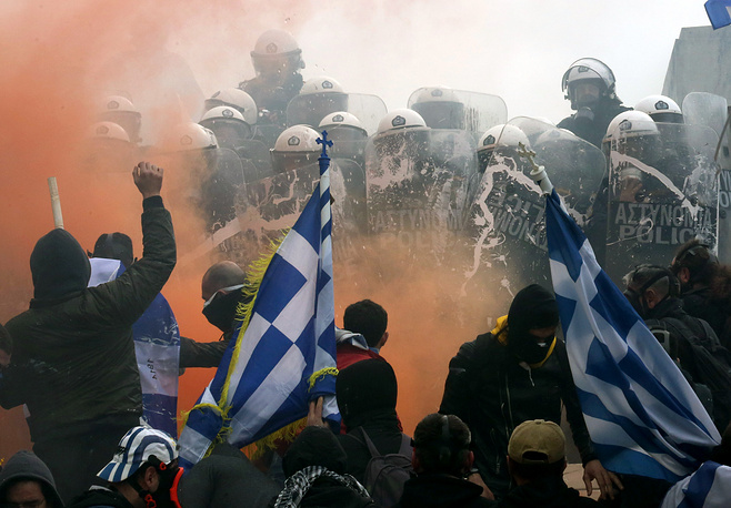 Protesters clash with police during a rally against the Prespes agreement between Athens and Skopje regarding the name 'Northern Macedonia' for the Balkan country, Athens, January 20. The naming dispute aroused after the breakup of Yugoslavia and the newly gained independence of the former Socialist Republic of Macedonia in 1991