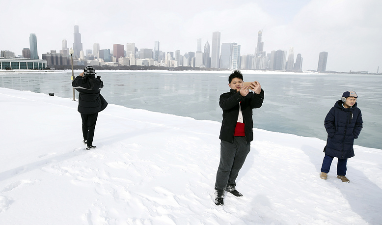 High School students from China pose for pictures along Lake Michigan in Chicago