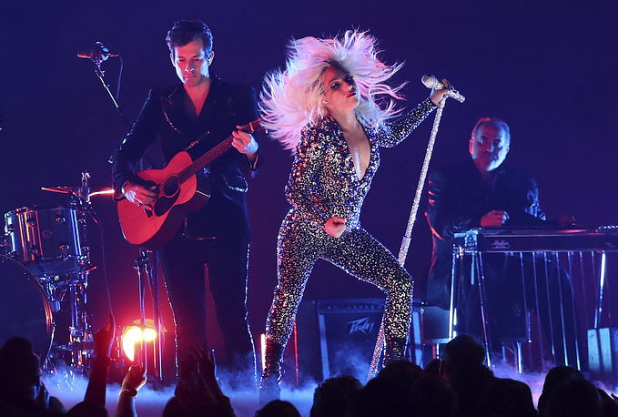 "Lady Gaga and Mark Ronson perform ""Shallow"""