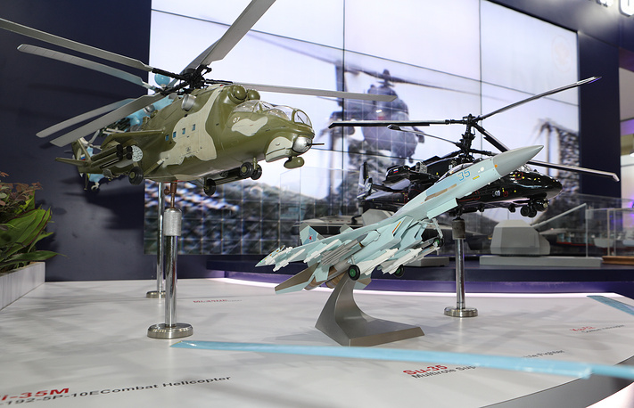 Models of the Mil Mi-35M multirole helicopter and Sukhoi Su-35 air superiority fighter