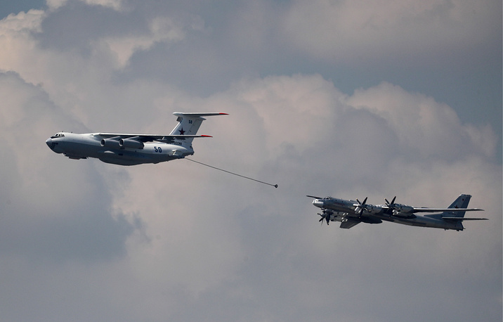 Tupolev Tu-95MSM strategic bomber and Ilyushin Il-78 aerial refuelling tanker