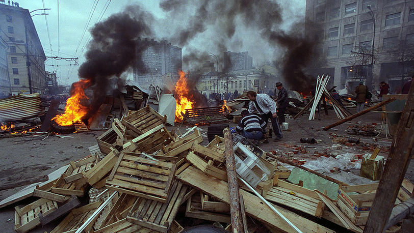 Barricades on Sadovoye Ring. Photo ITAR-TASS/ Igor Zotin
