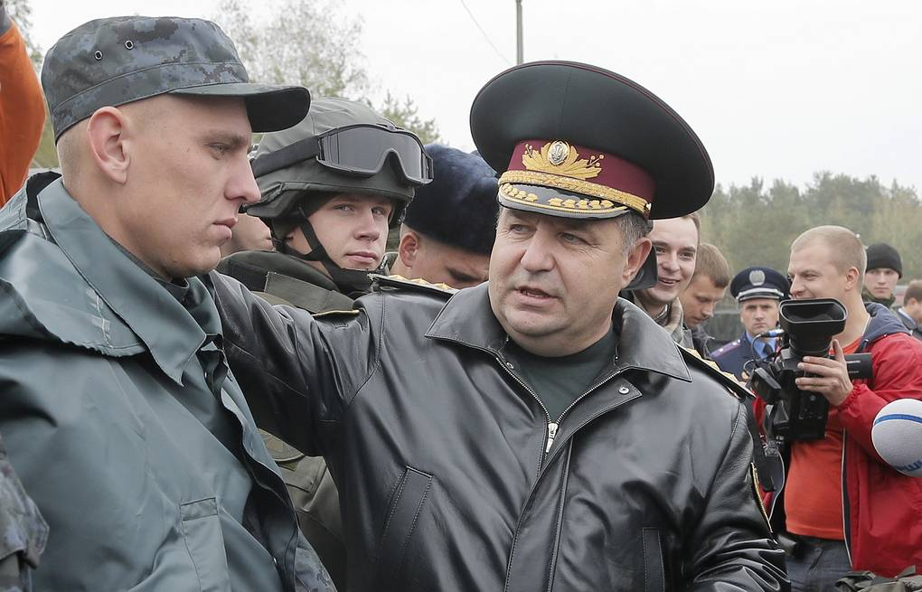 Ukrainian National Guard head Stepan Poltorak (right) AP Photo/Efrem Lukasky